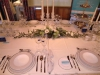 festlich gedeckter Tisch mit Geschirr, Gläsern, Besteck und Dekorationsartikeln von V&B